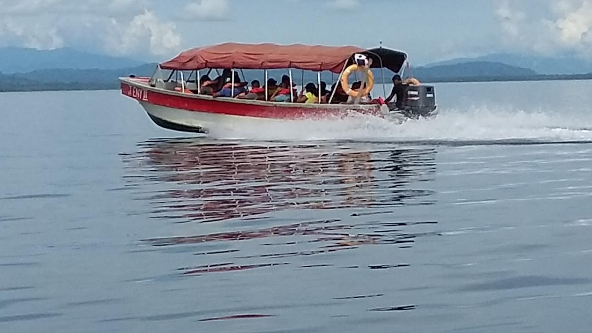 Water taxi between Almirante (mainland) and Bocas Del Toro